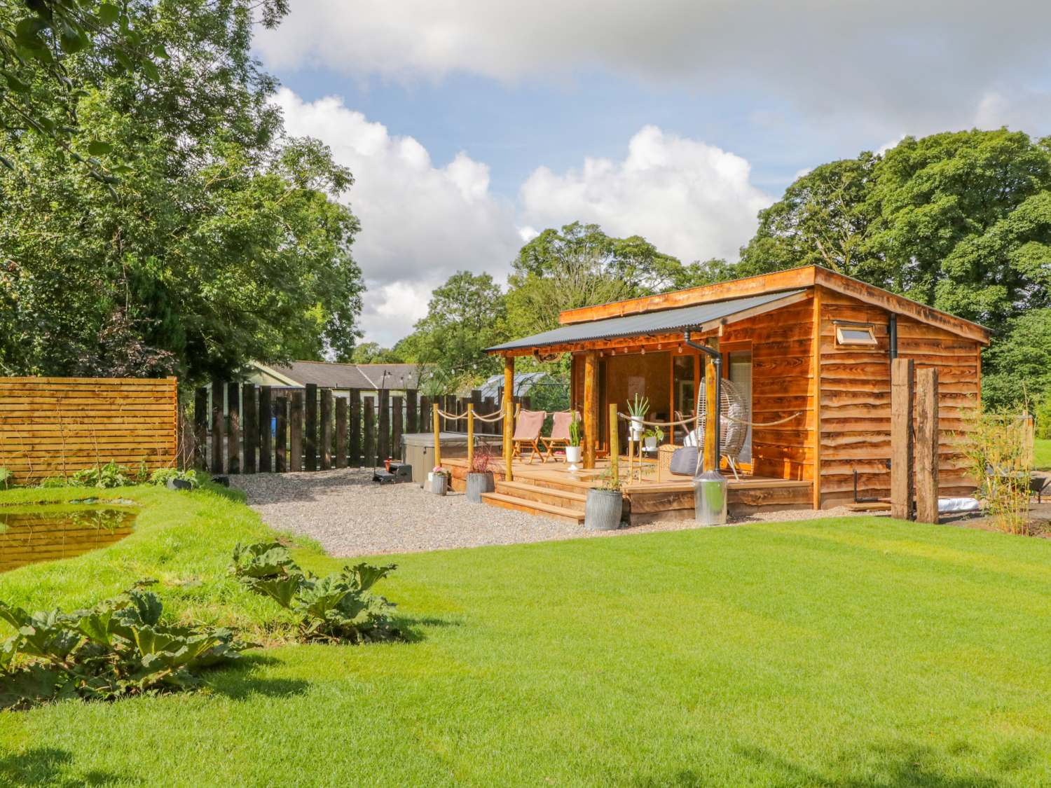 The Chard - Wooden log cabin in the Lake District